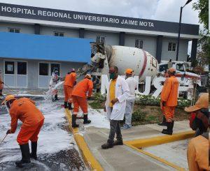 Desinfección de área externa del Hospital Jaime Mota